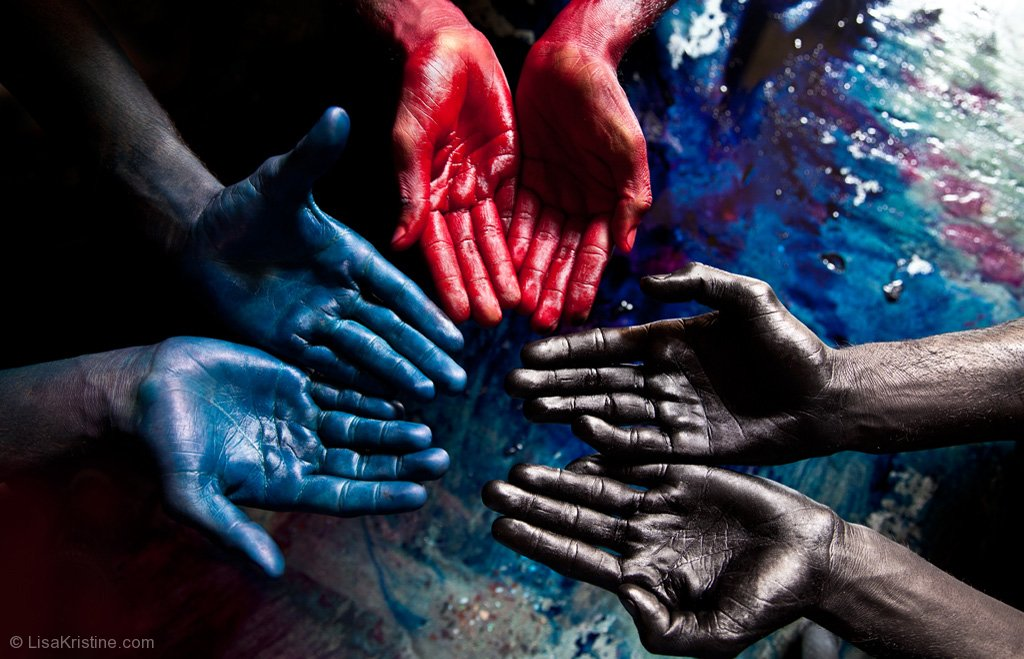 Blue Red Black India. Photo: Lisa Kristine. http://www.lisakristine.com/shop-image-collection/modern-day-slavery/